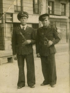 carabineiros-do-mar-en-barcelona-1938-antonio-sanchez-a-coruna-a-dereita-httpwwwmarinavascaeu